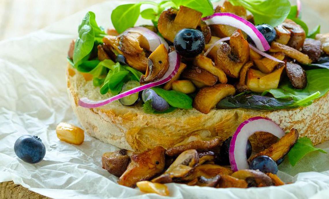 Desem Wit met paddenstoelensalade